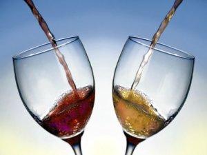 Blanco, rosado o tinto, se trata de disfrutar del vino y de la cita romántica
