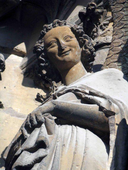 Este angelito, que está en la catedral de Reims, entiende a la perfección lo que dice Madame Bollinger