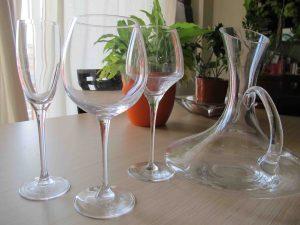 Lo de las copas de vino es un mundo, pero unas sencillitas y bien perfiladas sirven para empezar. Eso sí, vasos NUNCA